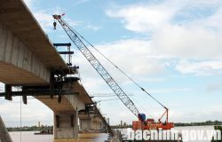 Construction of Kenh Vang bridge connecting Bac Ninh and Hai Duong