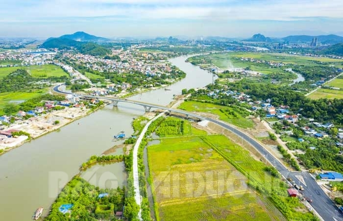 Cầu Dinh được khởi công xây dựng ngày 16.5.2020, dài hơn 369 m, rộng 12 m với 7 nhịp