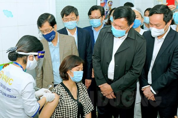 hai-duong-is-in-the-first-batch-of-covid-19-vaccination-in-vietnam-74-155715