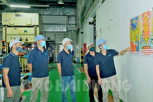 Công ty TNHH Điện tử LEO Việt Nam (100% vốn đầu tư Nhật Bản, ở khu công nghiệp Phúc Điền, Cẩm Giàng) sẽ bố trí, tạo điều kiện cho cán bộ, công nhân người Việt Nam đi bầu cử đúng thời gian quy định